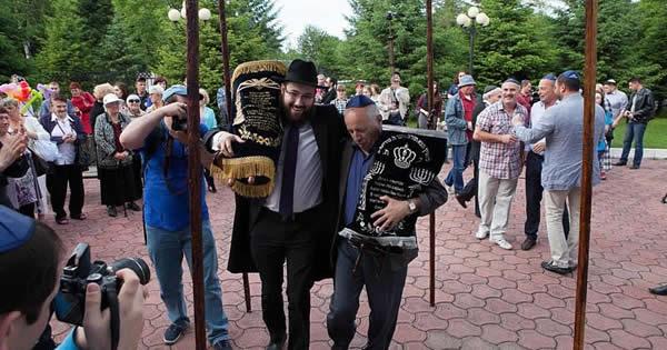 WSJ: Rabbi Brings Kosher to Birobidzhan, Stalin's Siberian 'Zion' - Chabad.org