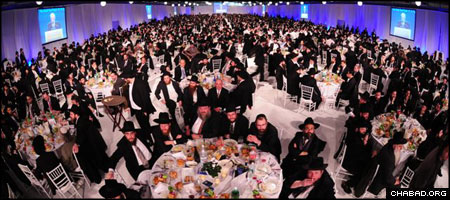More than 4,000 Jewish community leaders, their family members, friends and supporters gathered at Manhattan's Pier 94 for the concluding banquet of the 25th-annual International Conference of Chabad-Lubavitch Emissaries. (Photo: Israel Bardugo)