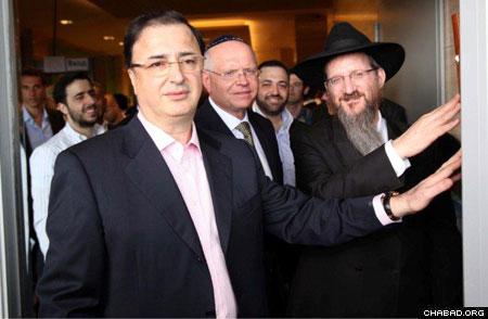Bukharian Jews in U.S. cope with New World - Jewish Telegraphic Agency
